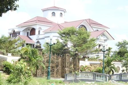 Trần Văn Truyền, biệt thự, tham nhũng
