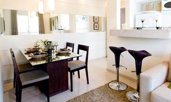 Além de aumentarem visualmente os espaços, espelhos proporcionam glamour a qualquer ambiente da casa - Reprodução/Internet