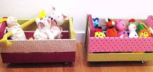 Revestidos de tecido para não machucar as crianças, os caixotes servem para organizar os brinquedos  (Reprodução/Internet)