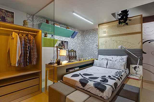 Na cabeceira da cama a palha natural permite a circulação do ar, além de garantir maior visibilidade com aconchego e claridade no espaço (Divulgação/Gustavo Xavier)