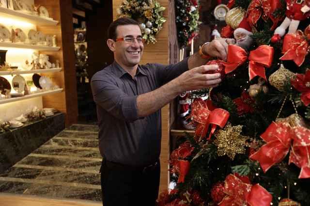 Para o decorador Nardim Junior as árvores sempre roubam a cena, tanto nas decorações simples como nas mais incrementadas (Divulgação/Nardim Junior Home)