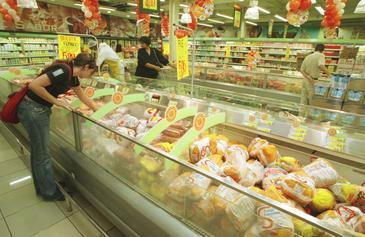 O frango ficou com preços acima da média histórica, por conta do aumento do custo do produção (Marcos Vieira/EM/D.A Press)