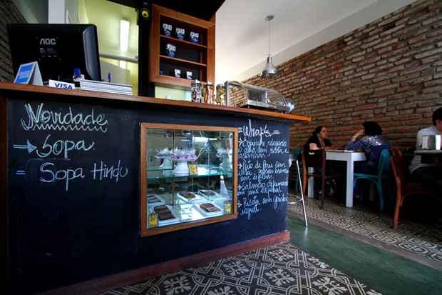 Piso e parede originais fazem parte do projeto de arquitetura de Ana Luisa Rolim, para o Bogart Café. Foto: Annaclarice Almeida/DP/D.A Press