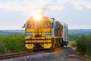 A construção da ferrovia começou em 2006, mas sofre atrasos por conta do pleito da concessionária que toca a obra (Helder Tavares/DP/D.A Press)