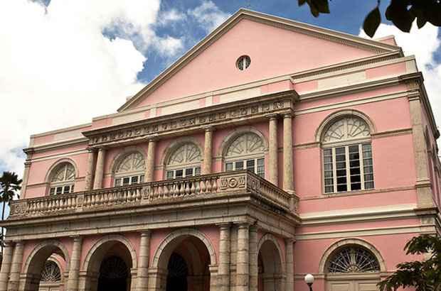 Fachada do Teatro Santa Isabel, um dos monumentos do centro do Recife. Foto: Hugo Acioly/Secretaria de Turismo de Pernambuco/Divulgação