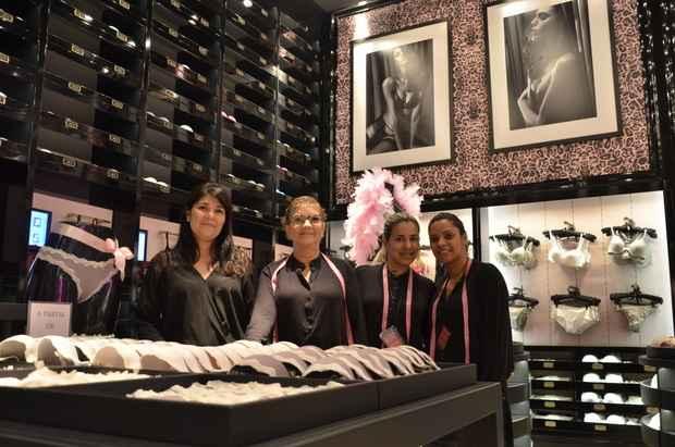 Nas unidades da Loungerie, clientes são recebidas por vendedoras com uma fita métrica para medir busto e costas. Foto: Cristiane Silva/ Esp.DP/ D.A.Press