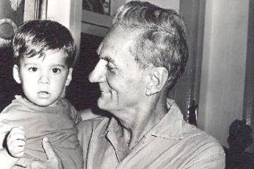 O escritor e teatrólogo paraibano Ariano Suassuna com o neto João Urbano. Foto: Benedito Soares/DP/D.A Press
