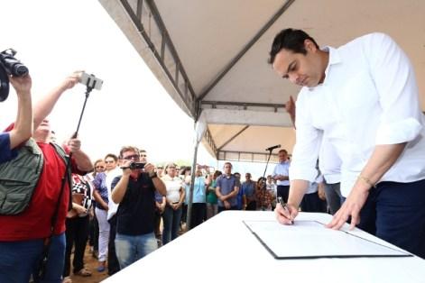 Governador assinou lançamento de edital para elaboração de projeto. Foto: Aluisio Moreira/SEI