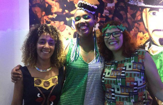 Maria Alice, Jessica Silva e Rafaela Mendes, estilistas que confeccionaram a roupa do Calunga. (Samuel Calado / Esp DP)
