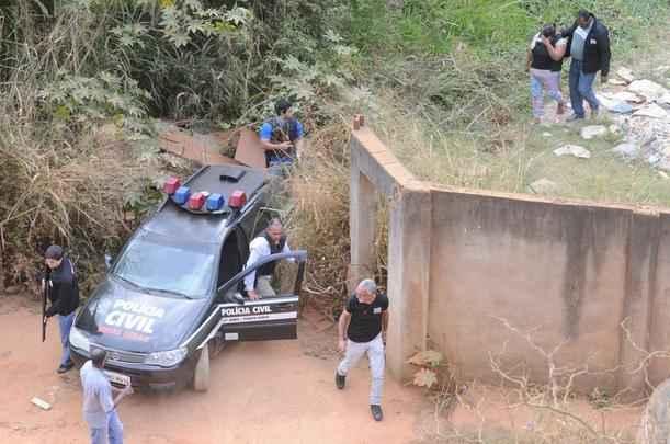 Gilmária Silva Patrocínio, que confessou o crime, junto com policiais civis