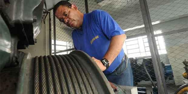 Técnico Adalberto Gomes de Castro diz que, com cuidados adequados, mesmo equipamentos antigos podem oferecer total segurança a usuários (Gladyston Rodrigues/EM/D.A Press)