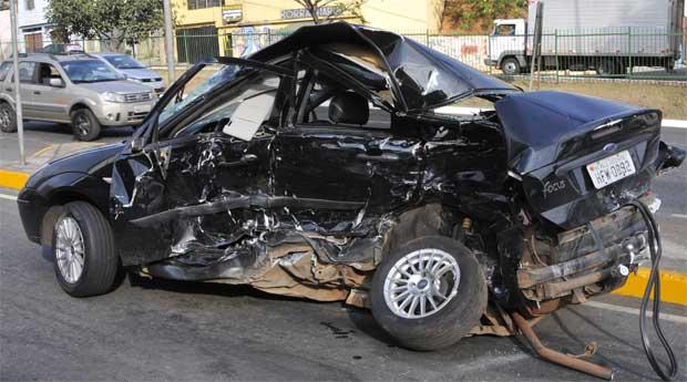 Ford Focus de Fábio Pimentel Fraiha totalmente destruído após o acidente (Maria Tereza Correia/EM DA Press)