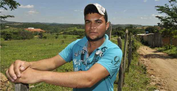 O pedreiro Ronaldo Carvalho é vizinho dla Six Semicondutores e já foi até o local das obras em busca de emprego na construção da fábrica (Maria Tereza Correia/EM/DA Press)