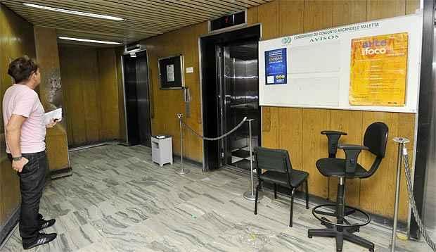 A queda do elevador foi amortecida pelo sistema de segurança do equipamento (Maria Tereza Correia/EM/D.A Press)