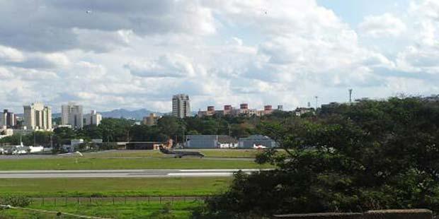 Avião levando os condenados decola do Aeroporto da Pampulha e segue para Brasília (Sidney Lopes/EM/D.A Press)