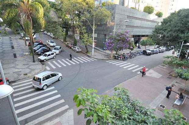 A linha 3 do metrô em BH (veja o mapa acima), em dois níveis, com as estações ao longo do trajeto . A da Savassi será no cruzamento das ruas Pernambuco e Fernandes Tourinho (Alexandre Guzanshe/EM/D.A Press)