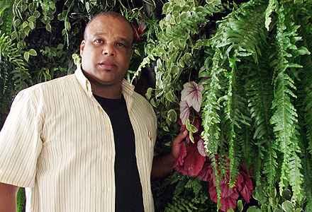 O paisagista Caio Zoza recomenda mantas para controlar a umidade (Arquivo Pessoal)