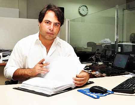 O tabelião João Renato Lara diz que a estabilidade econômica do país contribuiu para sua decisão de investir na compra de um terreno em Betim  (Eduardo de almeida/RA Studio)