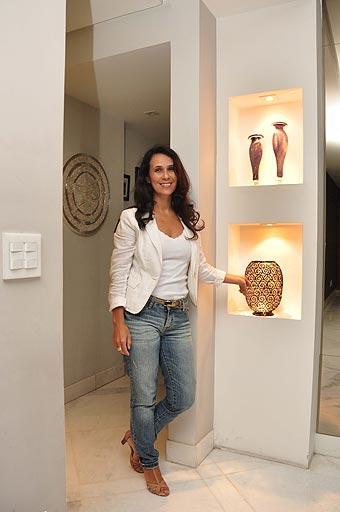Sistema pode ser usado em paredes divisórias em linha curvas, colunas e nichos, como aponta designer de interiores Iara Santos (Eduardo Almeida/RA Studio)