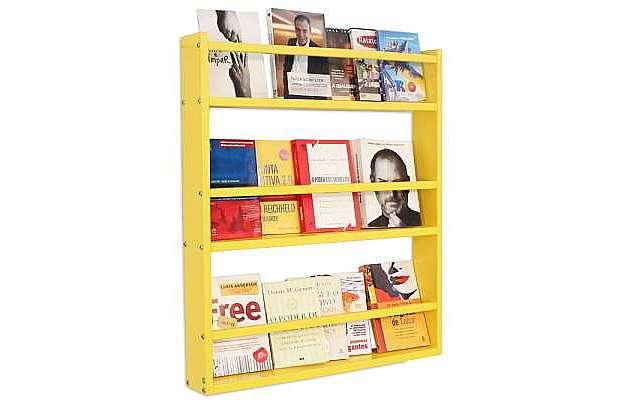 A Estante de Parede Legno Grande conta com compartimentos para organizar livros, revistas e acessórios decorativos sem ocupar muito espaço, por apenas R$ 199  (Divulgação)