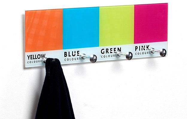 O porta chaves PANTONE é feito de vido, e tem quatro modelos de cores diferentes por R$ 69,80  (Divulgação)