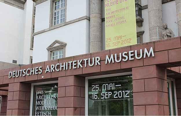 Fachada do Museu de Arquitetura de Frankfurt que vai abrigar até janeiro de 2014 a exposição