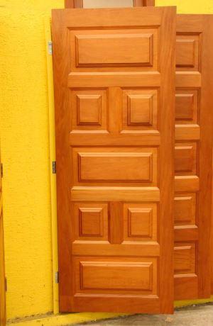 Porta de madeira maciça causa impacto pela elegância e beleza - Gladyston Rodrigues/EM/D.A Press 21/1/09