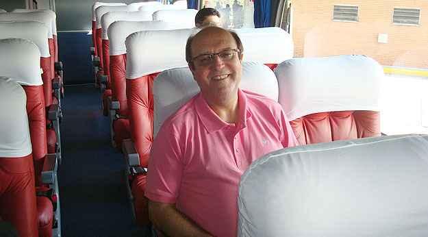 Desde os 8 anos de idade que o engenheiro Francisco Araújo admira ônibus clássicos (Arquivo Pessoal)