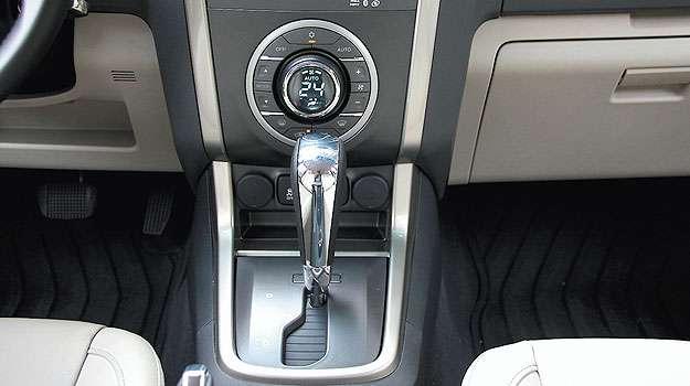 O câmbio automático convencional tem conversor de torque em vez de embreagem... (Marlos Ney Vidal/EM/D.A Press - 24/10/13)