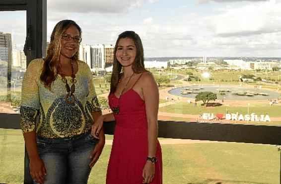 Débora e Ana Cecília gostam de Brasília, mas reclamam da falta de estrutura para o turista (Ed Alves/CB/D.A Press)