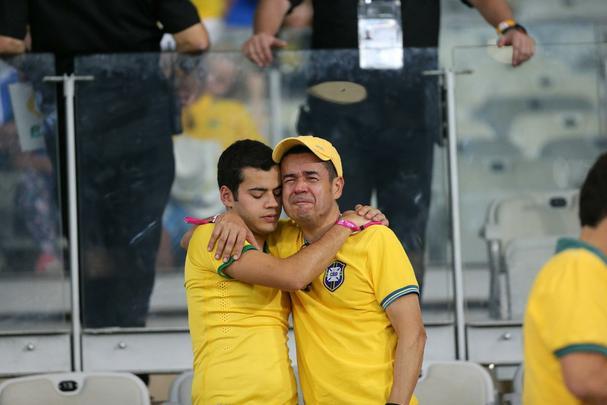 Goleada alemã sobre o Brasil, por 7 a 1, deixa brasileiros desolados no Mineirão