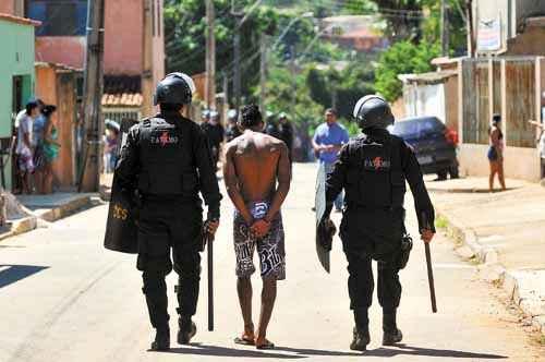 Com o plano Ação pela Vida, criado há dois meses, o número de prisões e flagrantes realizados pela PM cresceu. Governo atribui as estatísticas positivas à integração das forças policiais (Marcelo Ferreira/CB/D.A Press - 2/5/12)