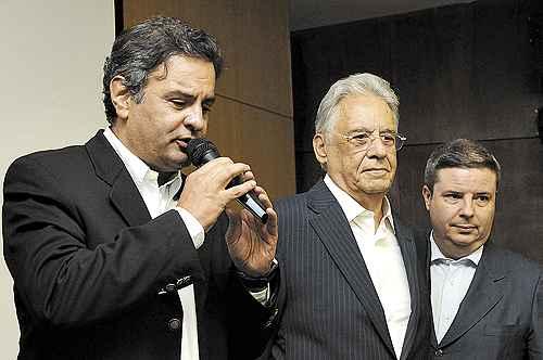 Aécio, FHC e o governador de Minas, Antonio Anastasia: 'Tenho ao lado o responsável pelas maiores transformações do país', diz o senador (Gladyston Rodrigues/EM/D.A Press)