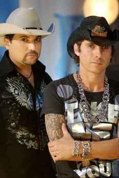 De acordo com a Polícia Civil, o músico não tem permissão para carregar as armas em via pública (J. B. Gimenez/Divulgação)