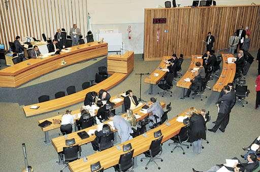 Plenário da Câmara: para a cassação, são necessários 13 votos. Abstenções e ausências favorecem Raad (Carlos Moura/CB/D.A Press - 28/6/11 )