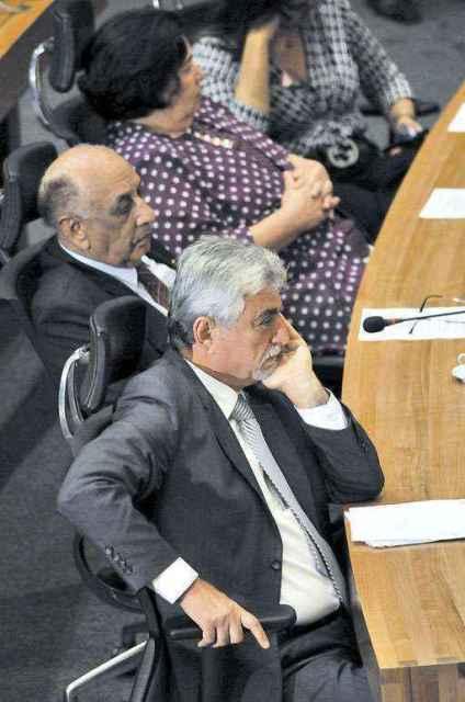 Raad Massouh (D) foi cassado por 18 votos, e o processo contra Benedito (E) está parado na Câmara desde 2011 (Marcelo Ferreira/CB/D.A Press)