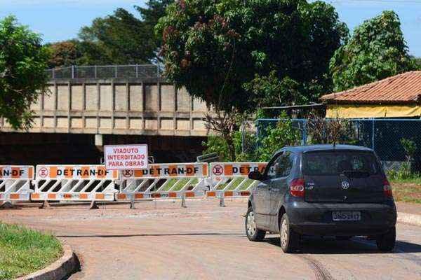 Após a segunda morte por afogamento, o viaduto foi interditado  (Ed Alves/CB/D.A Press)