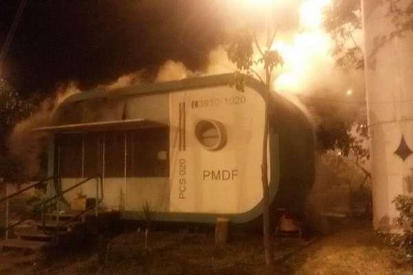 Fogo destruiu banheiro e parte externa