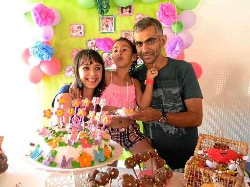 Maria Eduarda e os pais, Marcelo e Francisca, optaram pela guarda compartilhada: 'Não ficaria longe de nenhum' (Arquivo Pessoal)
