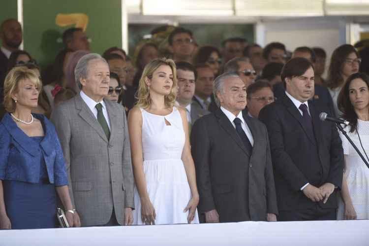 Resultado de imagem para temer é recebido com vaias em desfile em brasilia