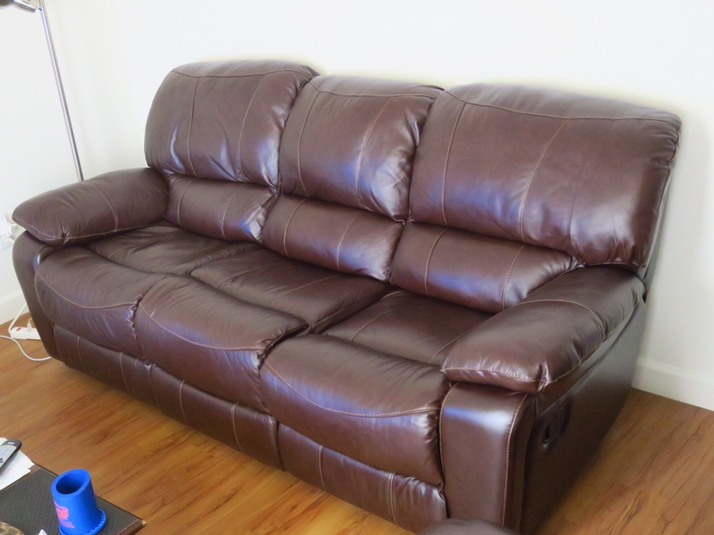 Super Comfy Chair Letgo Super Comfy Leather Recliner In Gainesville Fl