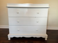 letgo - Dresser & changing table combo in Hokendauqua, PA