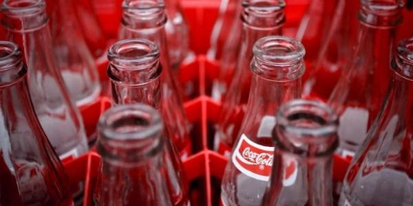 garrafas de coca cola vazias 1331924314281 615x300 - Balconista deve receber R$ 17,6 mil por garrafa de Coca deixá-lo cego