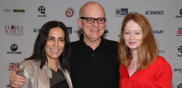 O diretor Bruno Barreto entre as atrizes Gloria Pires e Miranda Otto, de Flores Raras (31/5/12)