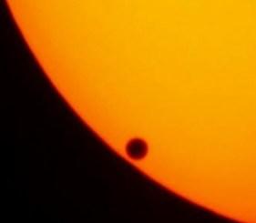 Trânsito de Vênus em 2004; no Brasil, fenômeno só será visto no extremo noroeste do país