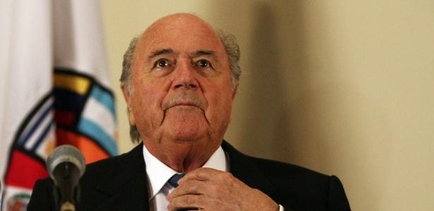 Presidente da Fifa, Joseph Blatter, recebeu garantia do governo sobre isenção