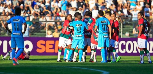 Santos e Portuguesa se enfrentam neste sábado na Vila Belmiro, às 18h30