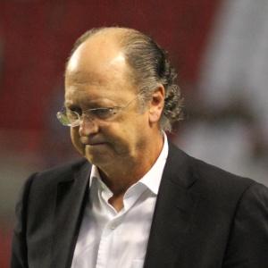 Técnico do Bahia, Paulo Roberto Falcão lamenta o terceiro gol do Botafogo sobre seu time, no Engenhão