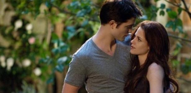 Kristen Stewart e Robert Pattinson, em cena de Amanhecer - Parte 2