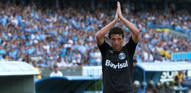 Elano comemora boa fase em Porto Alegre e novo momento na carreira profissional